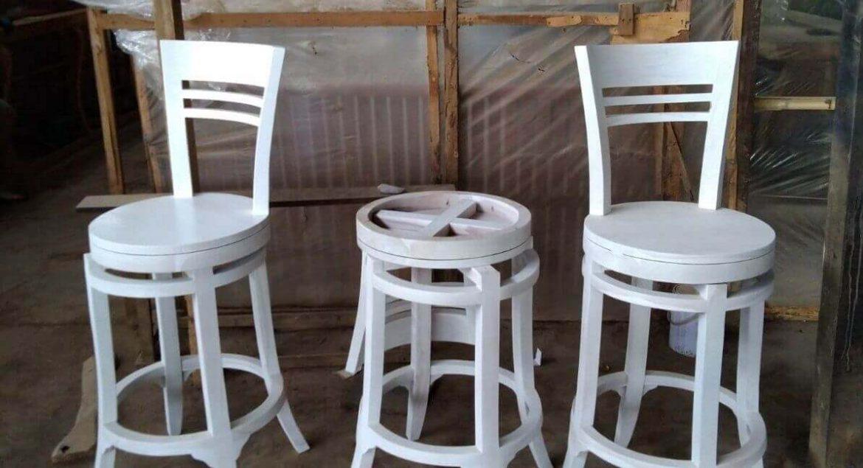 Kursi Bar Putar Warna Putih
